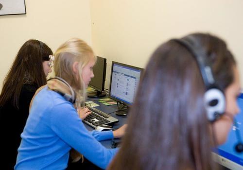 Computerraum mit Sprachschülern