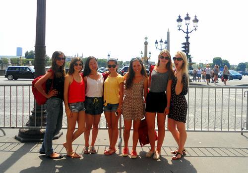 ACCORD Sprachschüler besuchen Paris und die berühmte Champs Elysées