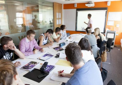 EC Brighton Klassenzimmer