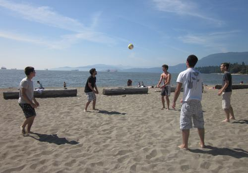 iTTTi Vancouver- Volleyball am Strand