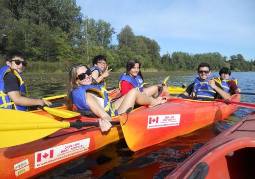 iTTTi Vancouver - Sprachschüler beim Kayakausflug